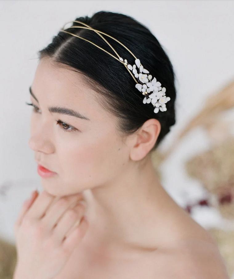 Acconciature capelli raccolti per cerimonia, cerchietto da sposa