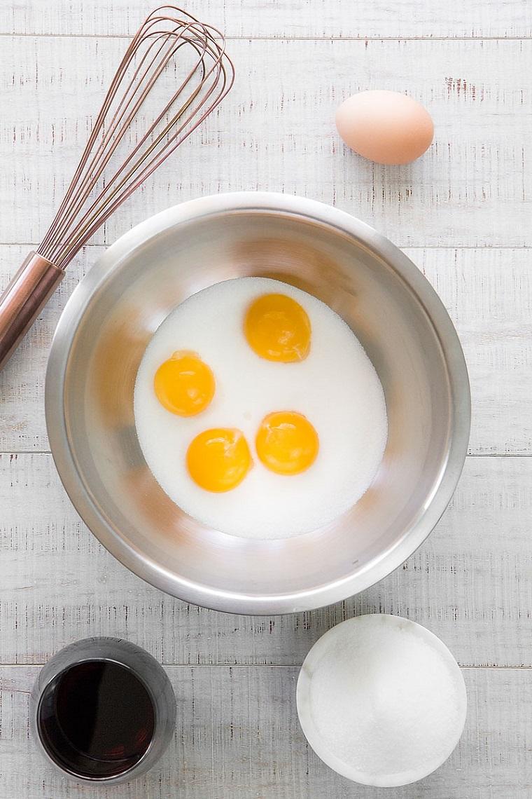 Zucchero e uova unite, come riciclare le uova di pasqua al latte
