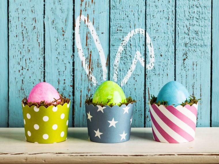 Decorazioni pasquali da appendere, uova colorate, cestino per uova di carta