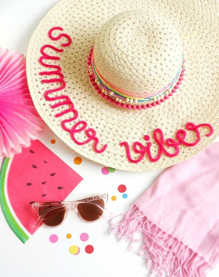 Cappello di paglia, scritta in inglese, cappello decorato, lavoretti estivi