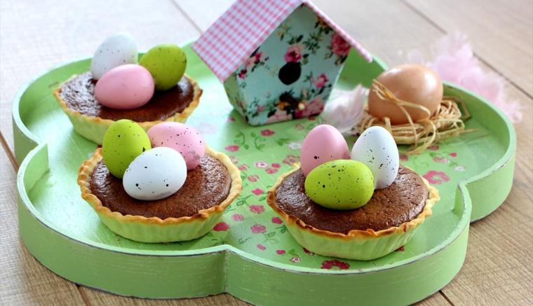 Tartine con cioccolato, tartine con ovetti, casetta per uccelli