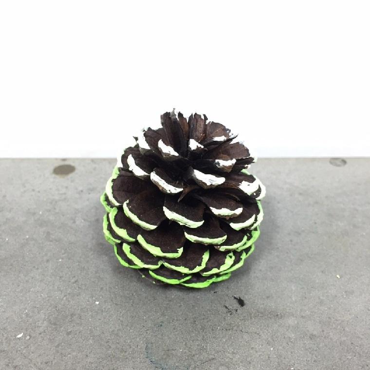 Lavoretti di Natale facili, pigna colorata