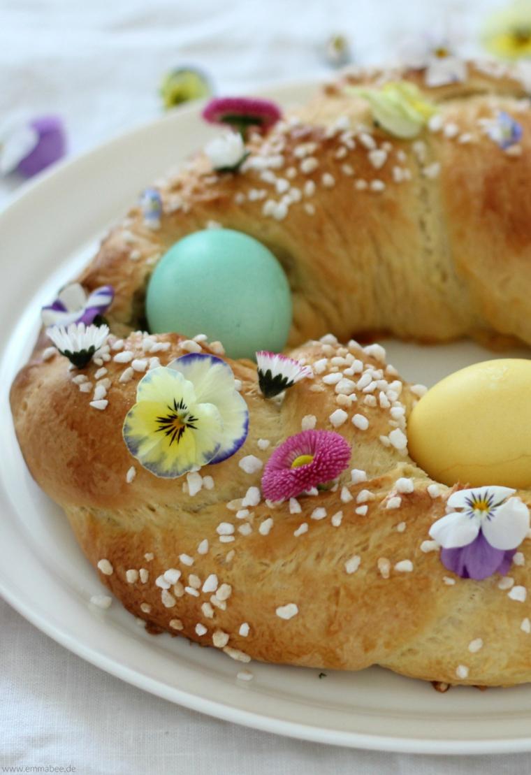 Colomba con granelli di zucchero, uova dipinte, lavoretti per Pasqua fai da te