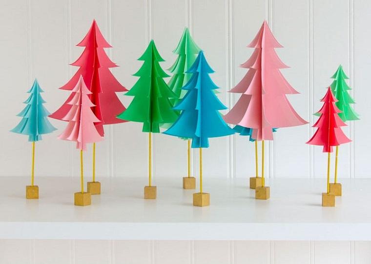 Lavoretti creativi Natale, alberi natalizi di carta, cartoncini colorati