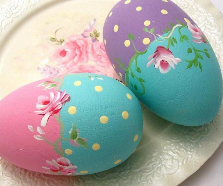 Decorazioni pasquali fai da te, uova dipinte con fiori
