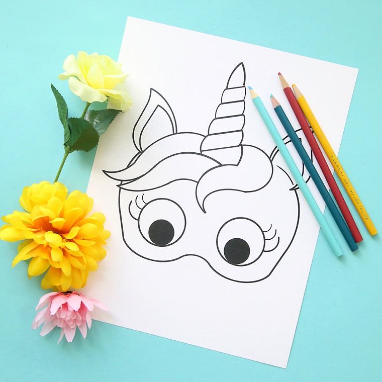 Disegni maschere da carnevale, disegno di unicorno, fiori finti con petali gialli