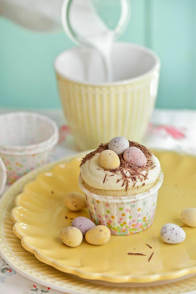 Muffin con ovetti, muffin con scaglie di cioccolato, dolcetti pasquali