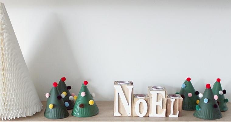 Scritta in legno, cappellini con pom pom, lavoretti estivi per bambini