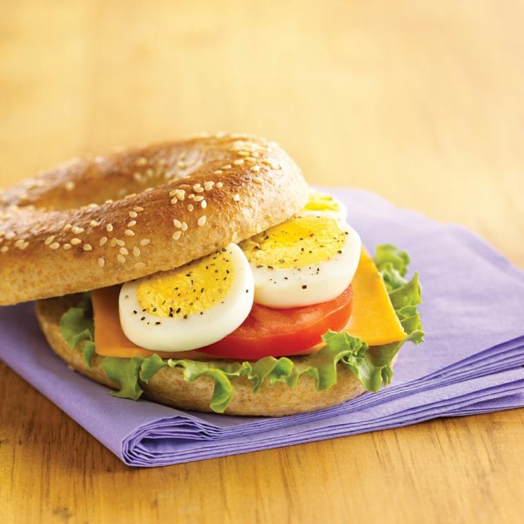 Come consumare le uova di pasqua, panino con uova sode