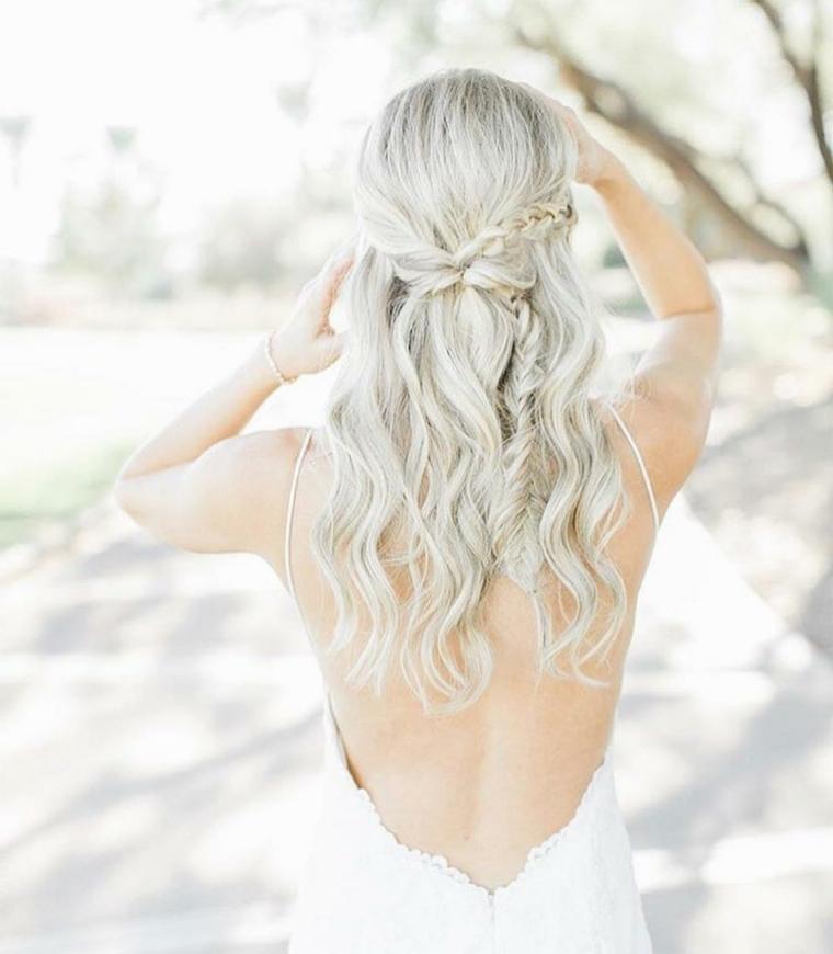 Capelli lunghi biondi, pettinature semiraccolte per cerimonie, capelli con treccia