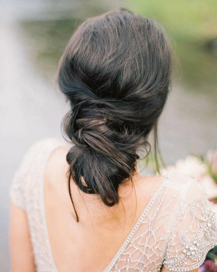Acconciature cerimonia capelli media lunghezza, chignon basso spettinato