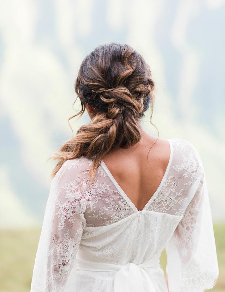Acconciature morbide, capelli castani, abito da sposa