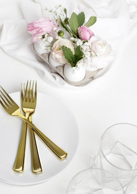 Idee per pasqua, centrotavola con uova, uova come vaso, vasetti con fiori
