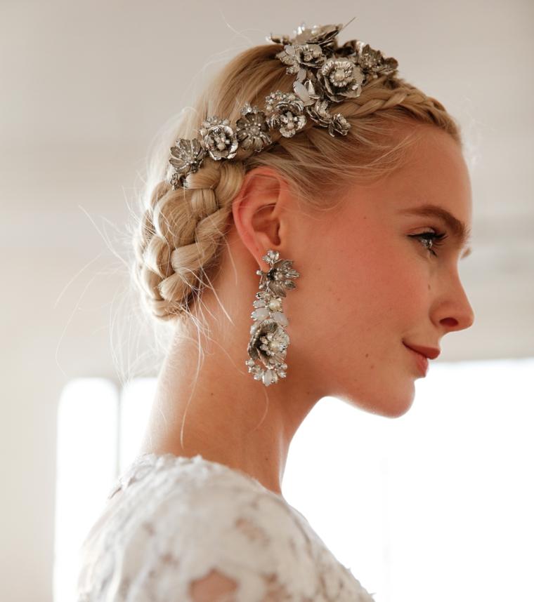 Capelli biondi, treccia con raccolto, accessori capelli sposa