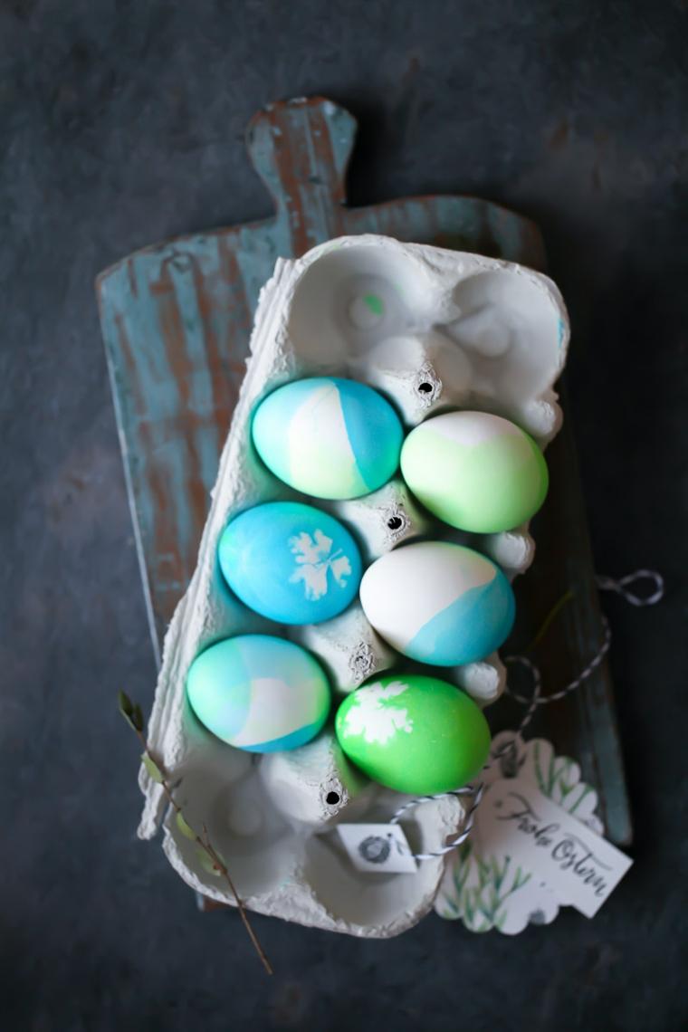 Centrotavola pasquali fai da te, uova dipinte, biglietto con scritta