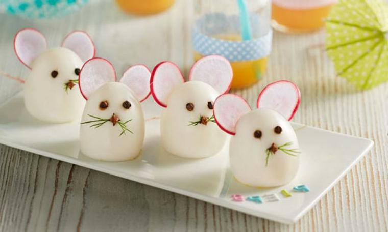 Decorazione piatti bambini, uova sode con ravanelli, uova forma di topini