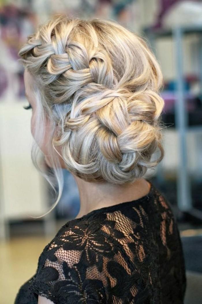 Capelli di colore biondo, acconciature capelli raccolti per cerimonia, treccia laterale