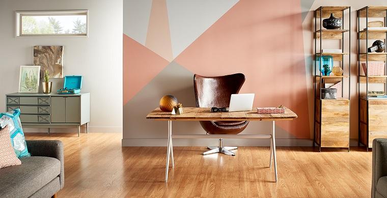 Open space con scrivania, poltrona da ufficio, poltrona di pelle