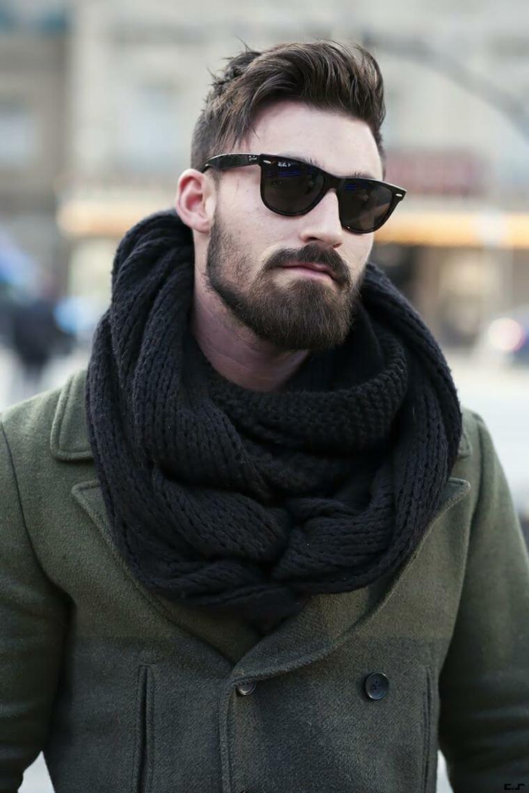 Capelli rasati ai lati, ragazzo con sciarpa, occhiali da sole
