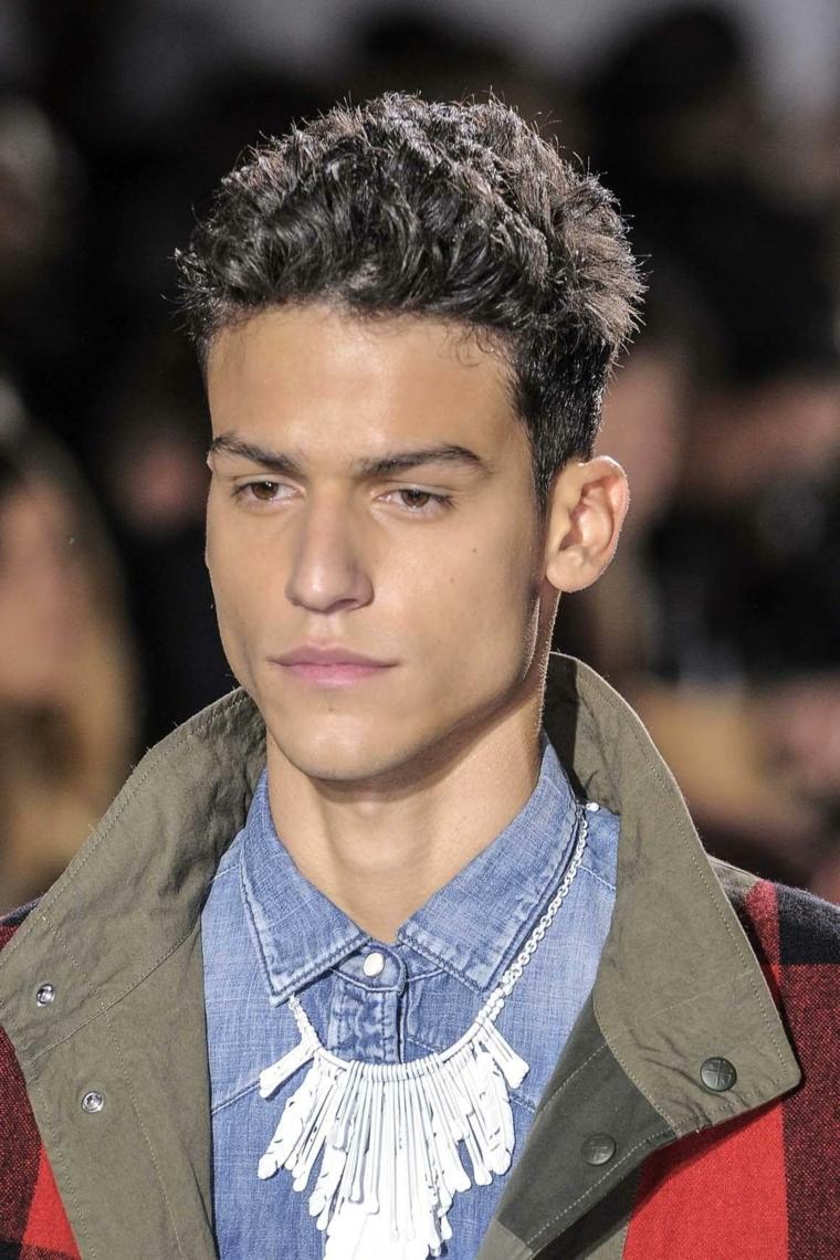 Capelli rasati uomo, ragazzo con camicia, camicia di jeans