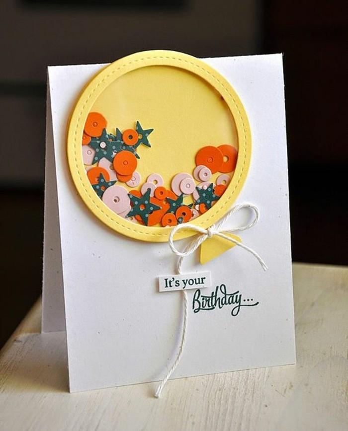 Scritta con pennarello, cartolina per compleanno, stelline e nastro bianco