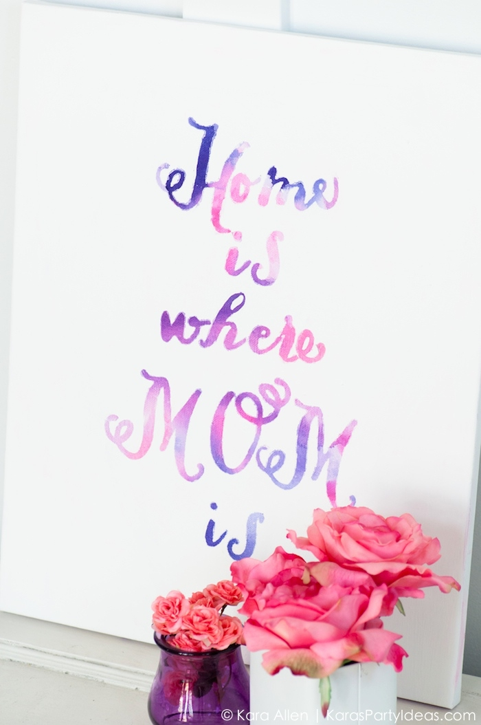 Stickers da muro, tela bianca con scritta, vasi con fiori