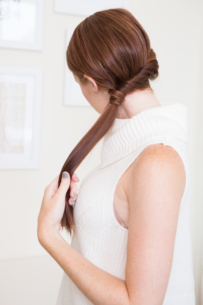 Acconciature facili, capelli lunghi, pettinatura con ciocche arrotolate