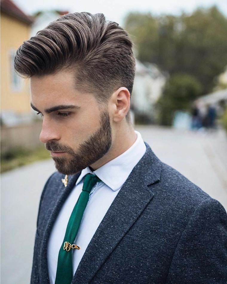 Ragazzo con barba, capigliature uomo, acconciatura con pompadour