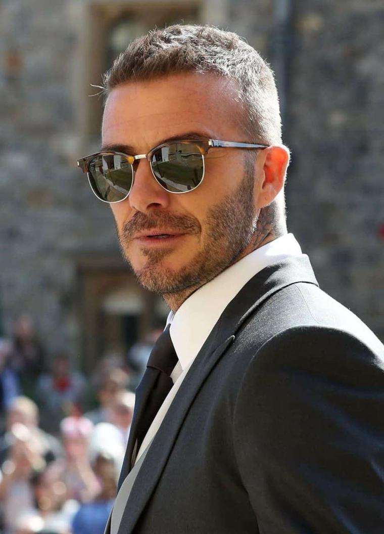 Il calciatore David Beckham, uomo con occhiali da sole, uomo con barba
