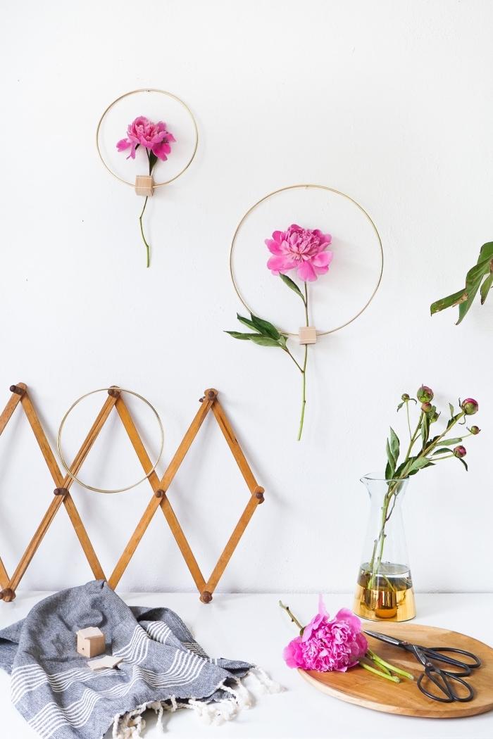 Decorare pareti fai da te, cerchi di metallo, anello di metallo con fiore