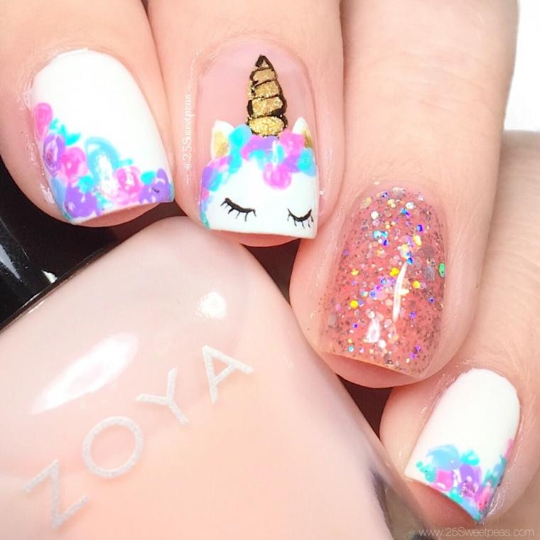 Disegni unghie unicorno, smalto rosa glitter