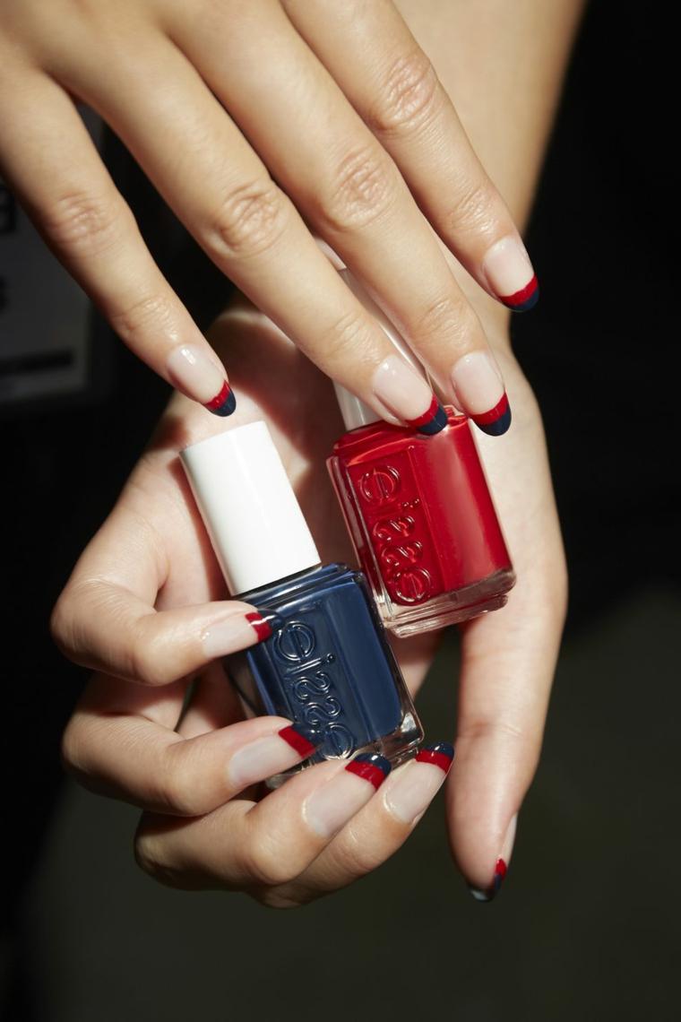 Unghie gel colorate, french manicure rosso e blu, bottigliette di smalto