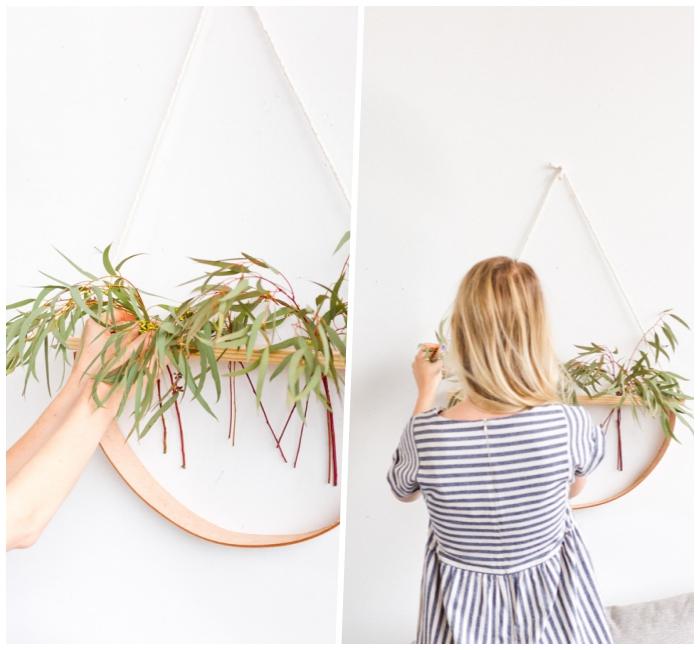 Come decorare le pareti della cucina, donna capelli biondi, struttura di legno da appendere