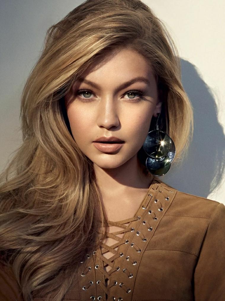 La modella Gigi Hadid, schiarire i capelli naturalmente
