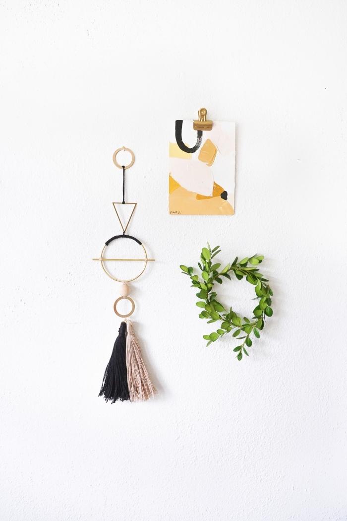 Come decorare le pareti della cucina, figure geometriche di legno, ghirlanda con foglie verdi