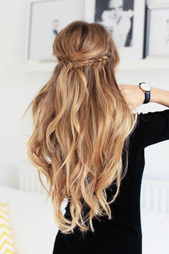 Acconciature semplici capelli lunghi, capelli biondi, due trecce legate