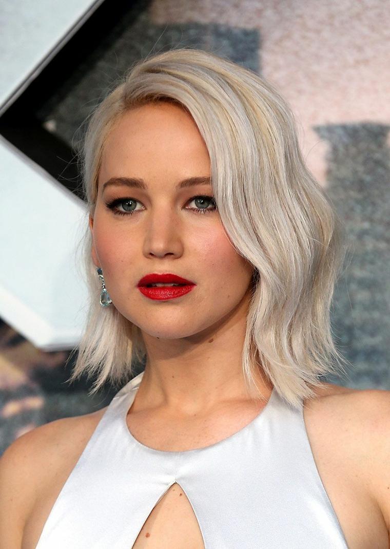 L'attrice Jennifer Lawrence, capelli taglio caschetto, schiarire i capelli con la camomilla