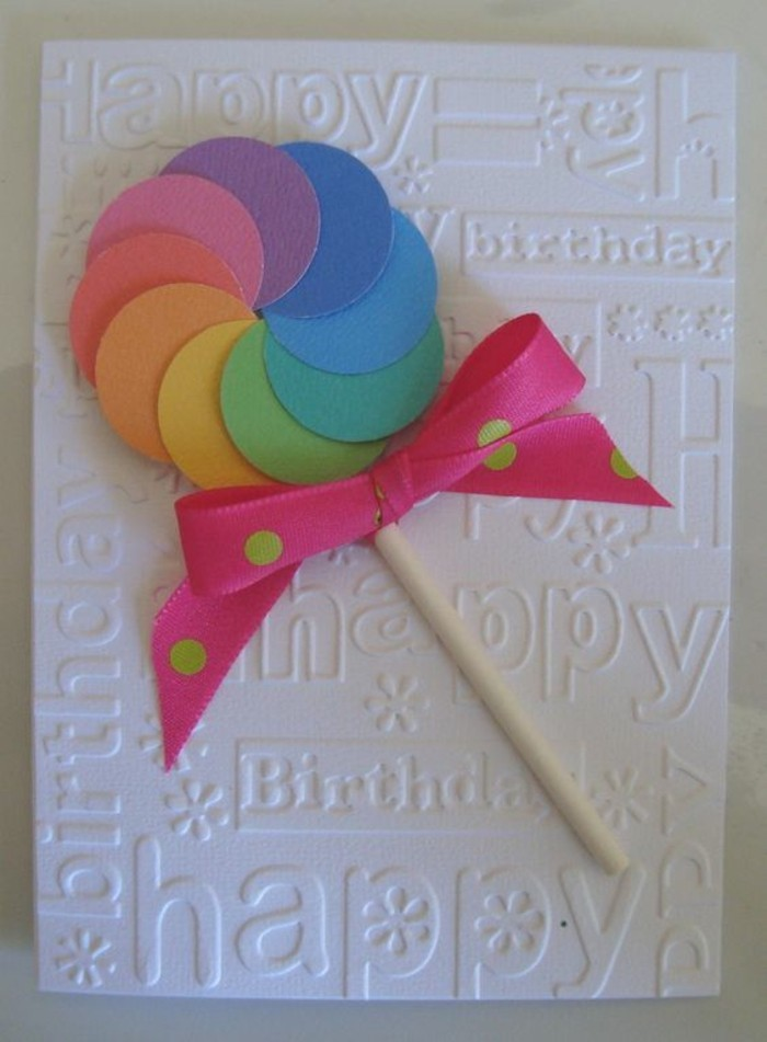 Biglietto con carta bianca, lecca lecca di carta, fiocco di colore rosa