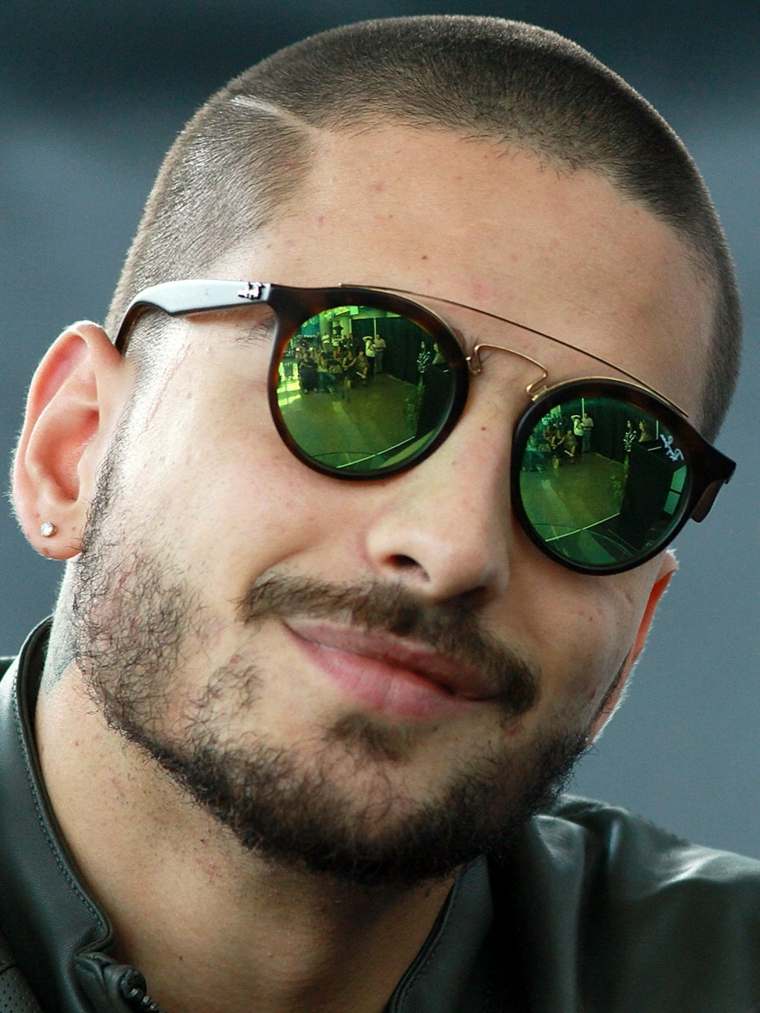 Il cantante Maluma, ragazzo con occhiali da sole, tagli capelli maschili