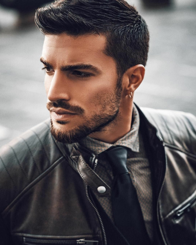 Il modello Mariano Di Vaio, giacca di pelle, capigliature uomo