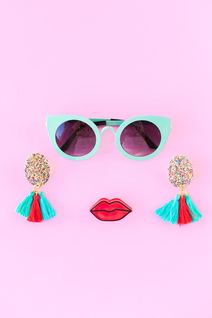 Idee regalo creative, orecchini di resina, orecchini con nappe, occhiali da sole blu