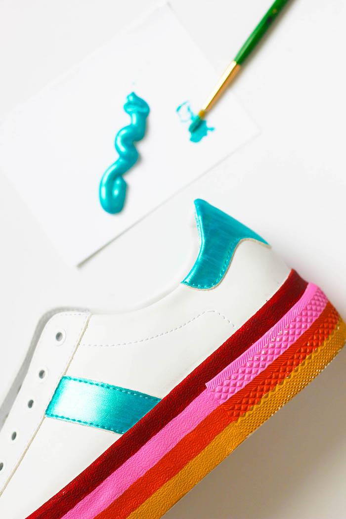 Idee regalo anniversario per lui, scarpe da ginnastica, dipingere la suola