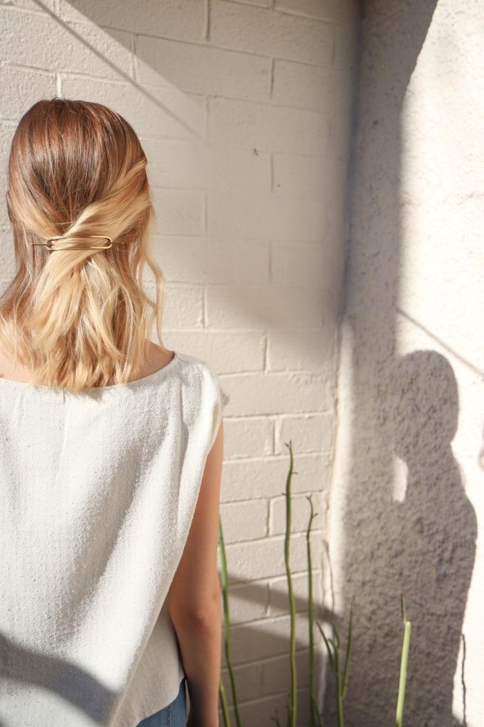 Acconciature belle, capelli di media lunghezza, chioma bionda