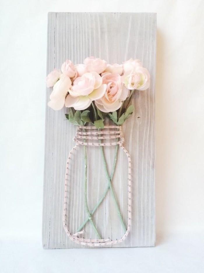 Pezzo di legno, vaso di fiori, barattolo con fili, decorazioni da parete