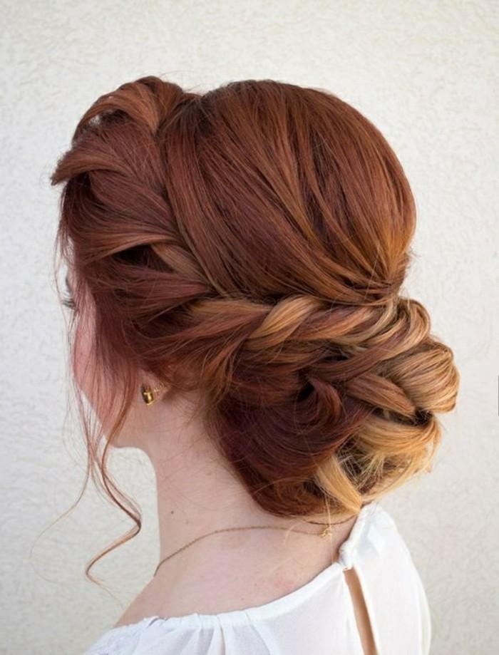 Treccia laterale, capelli legati a chignon, ragazza con camicia bianca