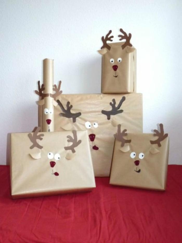 Pacchi regalo per Natale, pacchi decorati con renne