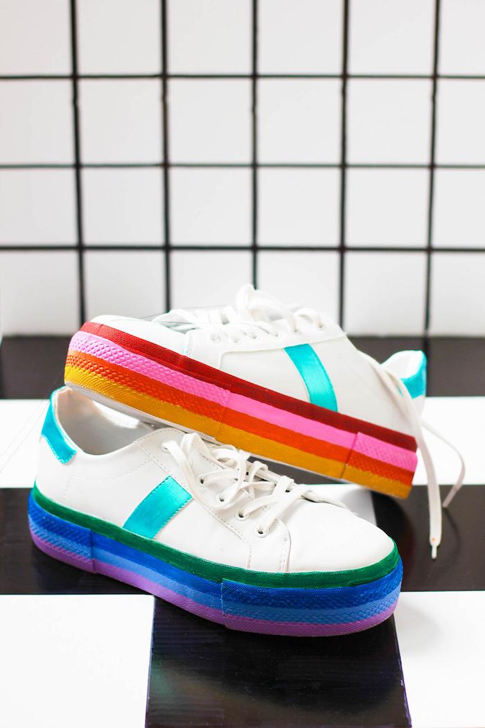 Idee regalo anniversario per lui, scarpe da ginnastica, suola dipinta