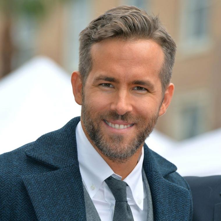 L'attore Ryan Reynolds, capelli rasati uomo, uomo con barba