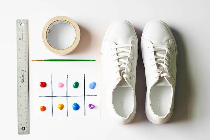 Regali personalizzati per lui, scarpe da ginnastiche, colori acrilici, pennello verde