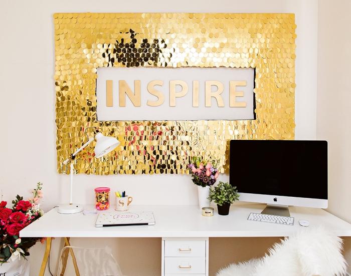 Scritta con lustrini oro, scritte adesive per pareti, scrivania per computer